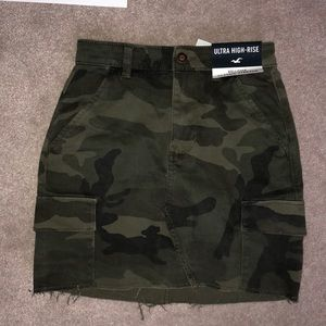 BRAND NEW Hollister camo skirt